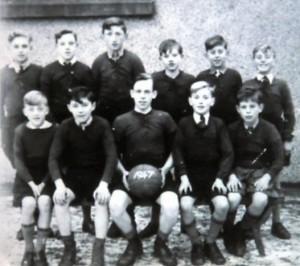 1947 [T] Richie, Ieuan, Robart, Ieuan, Raymond, Dafydd [B] Gwyn, Tom, John, Daniel, Richard and Llyn gan Raymond Pritchard